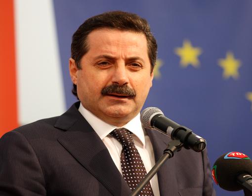 Bakan Çelik: PKK sorununun çözümüne MHP, başörtüsüne CHP öncülük etmeli