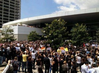 GÖSTERİCİLER NTV'Yİ PROTESTO ETTİ