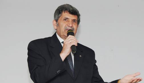 Tuzla Milli Eğitim Müdürü Nazmi Yekrek'in tayini çıkıyor.