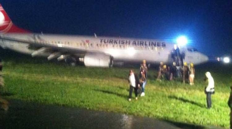 THY uçağı pistten çıktı..