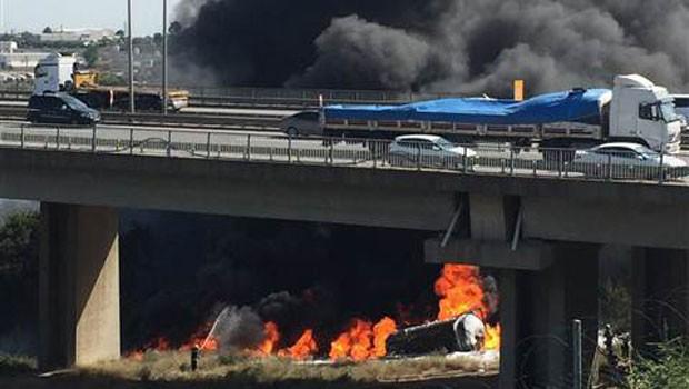 Tanker viyadükten uçtu, sürücü yanarak öldü…