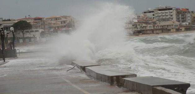 Fırtına, deniz trafiğini vurdu! Seferler iptal!