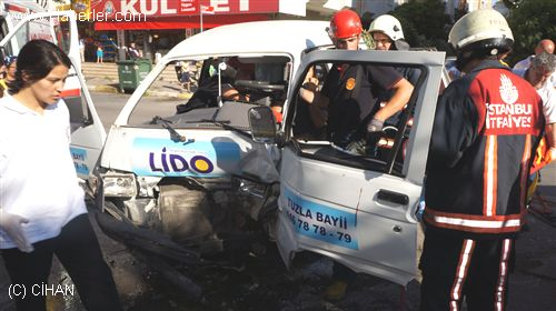 Tuzla'da Trafik Kazası: 2 Yaralı