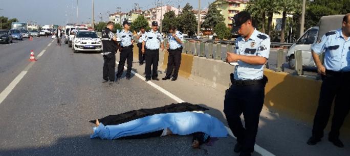 Polis Arabasının Altında Kaldı