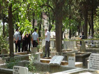 Mezarlıkta bebek cesedi alarmı